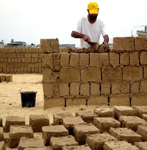 Sumerian Mud Brick Houses See New Mud Bricks Being