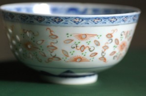The translucence of porcelain rice grain ware