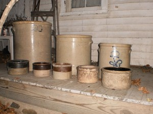 640px-8_antique_stoneware_crocks